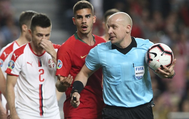 Szymon Marciniak w pracy podczas meczu Portugalia - Serbia