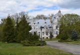 Pałac w Ojerzycach, w gminie Szczaniec, świeci pustkami. Kiedyś podjeżdżały pod niego autobusy pełne turystów