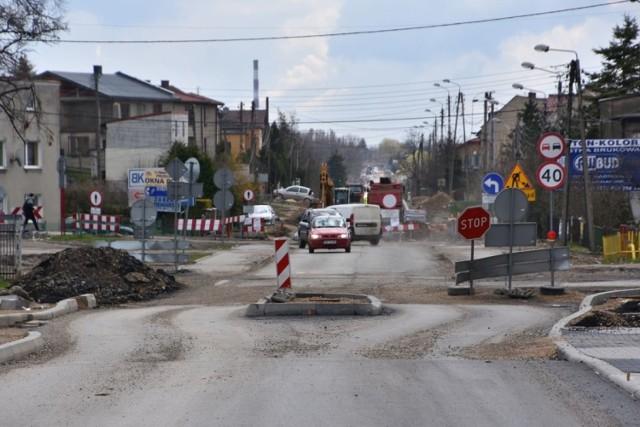Droga wojewódzka nr 913 zostanie całkowicie przebudowana na długości 13 kilometrów, ale to wiąże się z utrudnieniami dla kierowcówZobacz kolejne zdjęcia. Przesuwaj zdjęcia w prawo - naciśnij strzałkę lub przycisk NASTĘPNE
