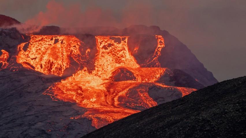 Erupcja islandzkiego wulkanu Fagradalsfjall trwa nieustanie...