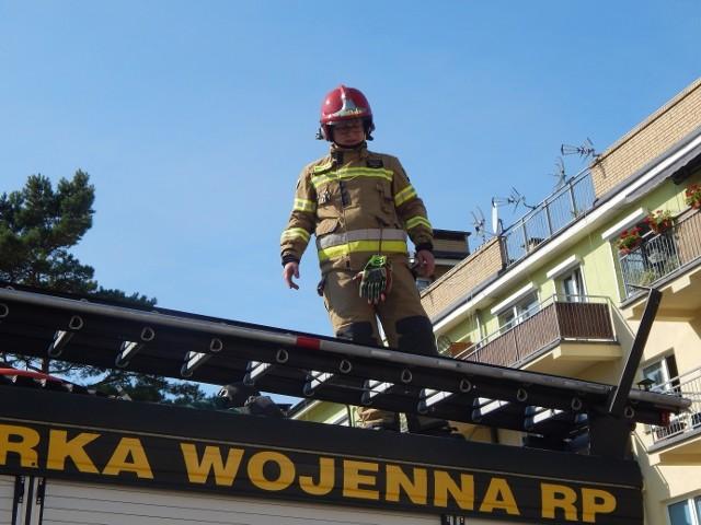 Akcja dwóch zastępów strażackich w Ustce na ulicy Na Wydmie