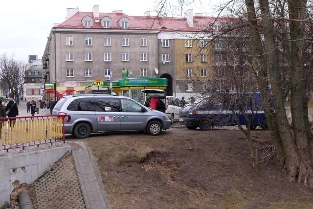 Policja obstawiła teren, na którym miała odbyć się manifestacja.