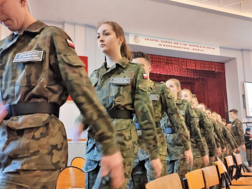 Ślubowanie uczniów klas mundurowych w Zespole Szkół nr 3 w Kędzierzynie-Koźlu