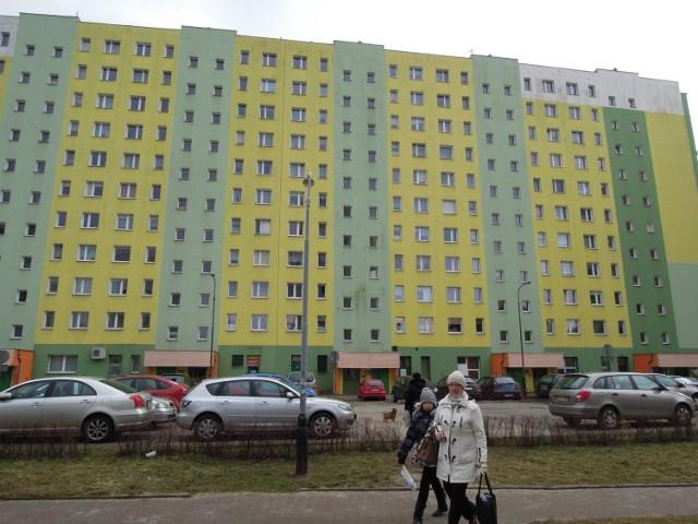 - Mieszkańcy tego wieżowca są przerażeni szerzącą się plagą włamań do mieszkań.