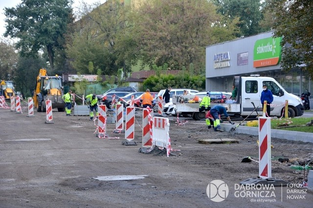 Na osiedlu Kasprzaka trwa remont dróg, drogowcy będą wylewać tam nowy asfalt Zobacz kolejne zdjęcia/plansze. Przesuwaj zdjęcia w prawo - naciśnij strzałkę lub przycisk NASTĘPNE