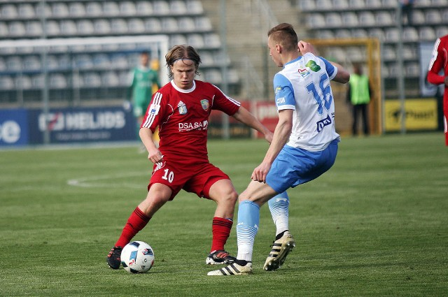Kolejny gol Petteriego Forsella (z lewej) nie pomógł Miedzi w odniesieniu zwycięstwa