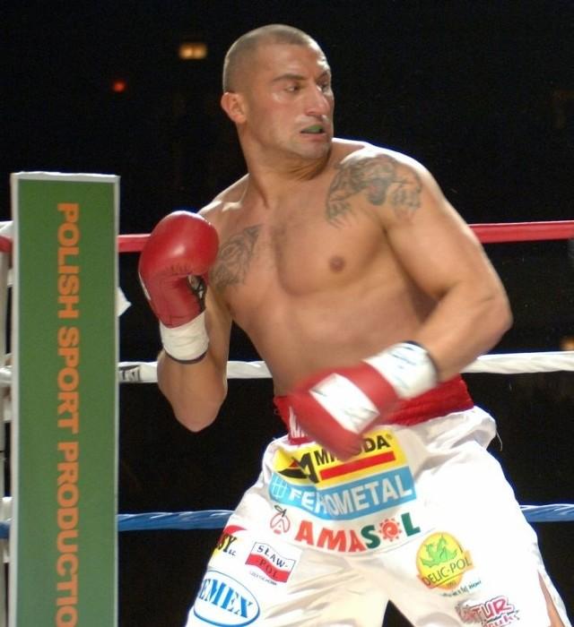 Marcin Najman, z lewej chce powrócić na zawodowy ring bokserski, dziś w Skarżysku stoczy pokazową walkę.