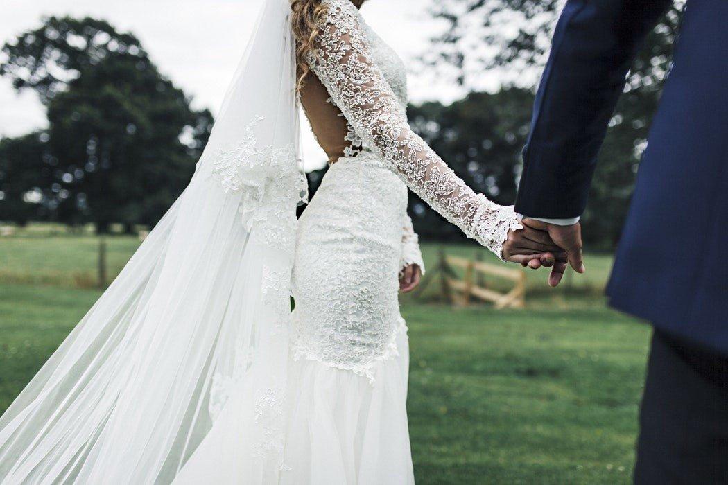 c04dadb55a TOP 10 sukni ślubnych. Te sukienki są najmodniejsze w 2018 i pasują ...