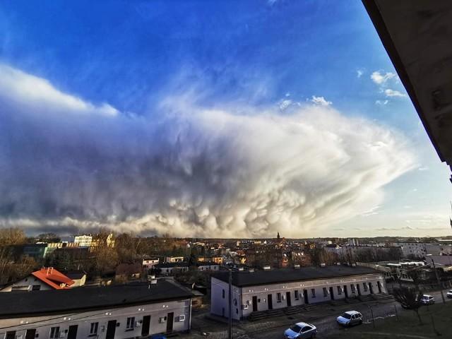 Niezwykłe chmury nad Kościerzyną były widoczne w piątek, 12.03.2021 r.