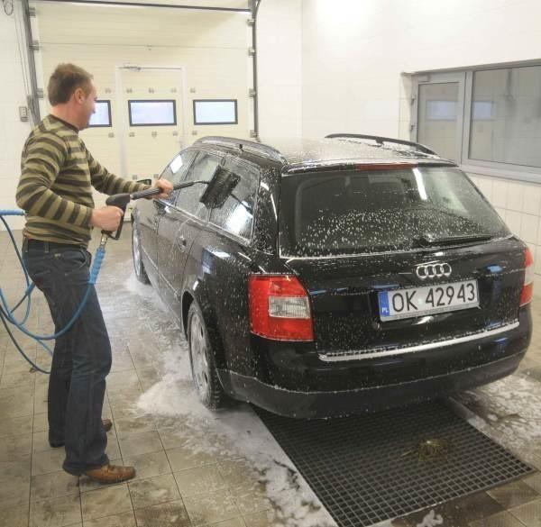 Samochód najlepiej myć, kiedy na dworze są dodatnie temperatury.