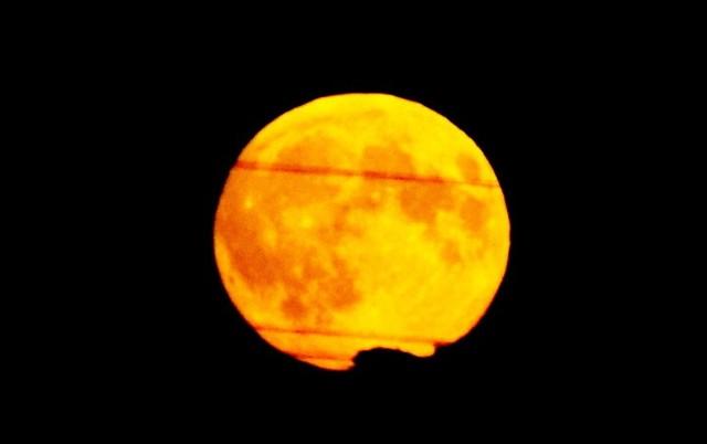 Różowy Księżyc - niezwykła pełnia księżyca 27 kwietnia 2021 roku.