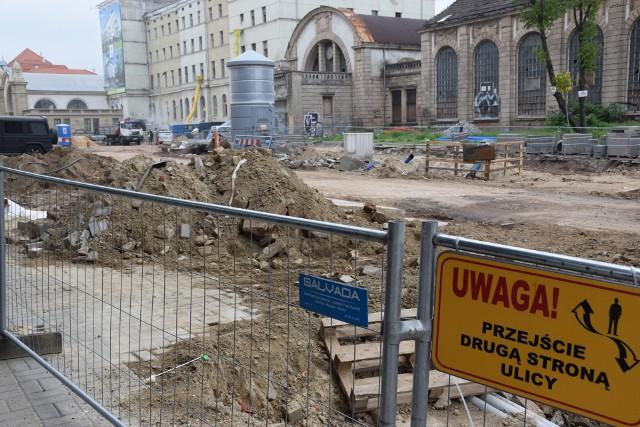 Przebudowa Dworcowej w Katowicach. Tak wyglądała ulica 9 czerwca. Przed końcem roku będzie tu deptak.Zobacz kolejne zdjęcia. Przesuwaj zdjęcia w prawo - naciśnij strzałkę lub przycisk NASTĘPNE