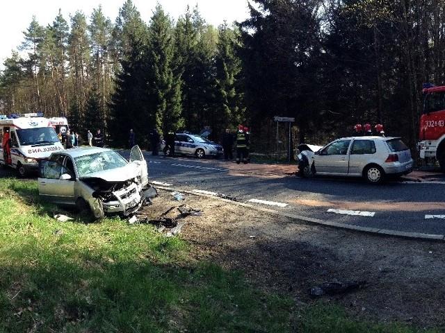 """Trzy samochody brały udział w wypadku na krajowej """"jedenastce"""" w sobotnie popołudnie."""