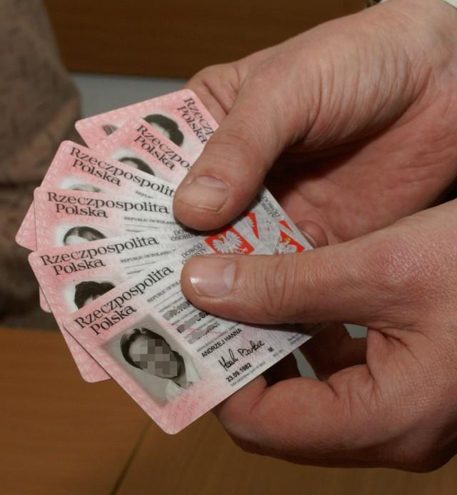 Jak nie stracić dokumentów podczas świątecznych zakupówPolicja radzi, żeby idąc na zakupy dokumenty zostawiać w domu