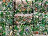 Ekorewolucja: Parlament Europejski przyjął dyrektywę plastikową. Przewidziano dziesięć zakazanych wyrobów z plastiku i kaucje zwrotną.