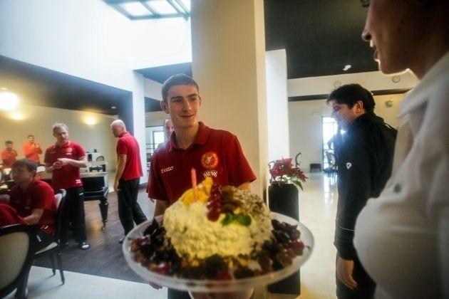 Patryk Stępiński otrzymał okazały tort