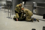 Kraków. Agresywny mężczyzna wtargnął na płytę lotniska! Błyskawiczna akcja Straży Granicznej