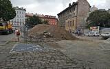 Kraków. Przebudowa placu Biskupiego. Zobacz stan prac [WIDEO, ZDJĘCIA]