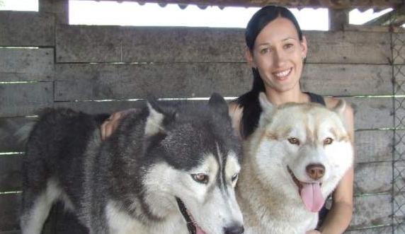 Daria Nowakowska z psami z hodowli