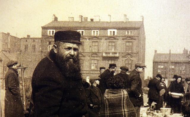 Bałuty to najbardziej znana dzielnica Łodzi. Niedawno minęło 105 lat od chwili, gdy włączono je w jej granice. Zrobili to w 1915 roku Niemcy okupujący miasto podczas I wojny światowej. Wcześniej Bałuty były wsią w której mieszkało 100 tysięcy ludzi. CZYTAJ I OGLĄDAJ NA KOLEJNYM SLAJDZIE
