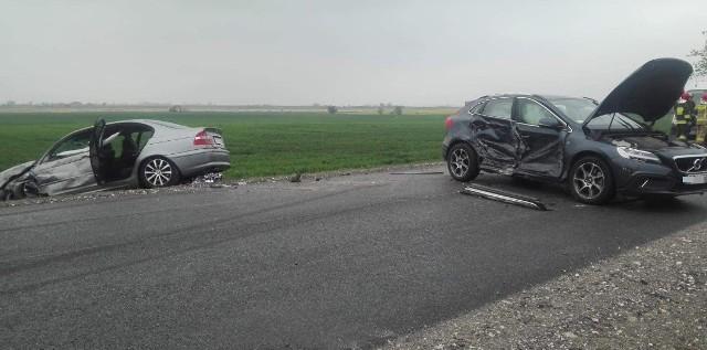 W sobotę (27 kwietnia) ok. 7.30 w miejscowości Czewujewo (powiat żniński) na drodze krajowej numer pięć zderzyły się trzy samochody osobowe. Więcej informacji w dalszej części galerii >>>
