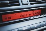 Zmiana czasu z zimowego na letni 2021. Kiedy przestawić zegar w samochodzie?