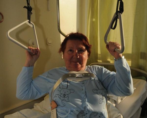 - Badanie stwierdziło, że mam uszkodzenie kręgosłupa - żali się Jadwiga Dawiedzińska.