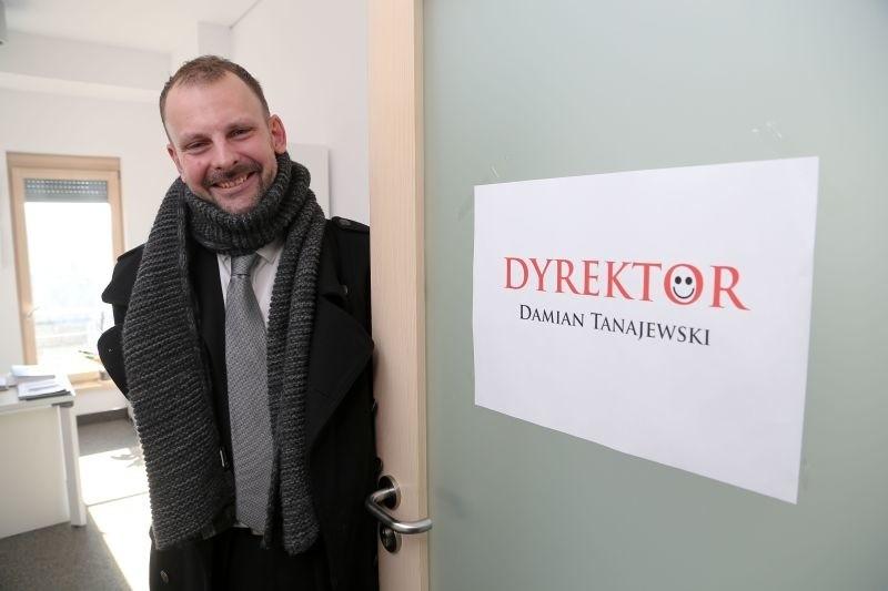Damian Tanajewski od sierpnia 2014 roku pełni obowiązki dyrektora OiFP. Teraz wygrał konkurs na to stanowisko.