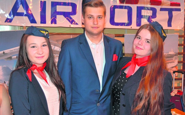 Weronika Dorosińska, Damian Jeziorski i Justyna Bałaban reklamowali klasę o profilu technik eksploatacji portów i terminali