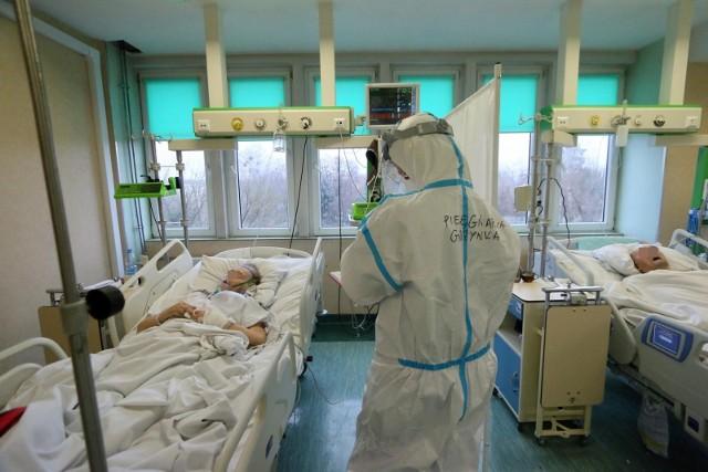 - Praktycznie wszystkie osoby, które teraz trafiają do polskich szpitali, to są osoby, które się nie zaszczepiły- wyjaśnił.