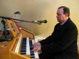 W pracy wójt Orłów, po godzinach kościelny organista