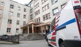 Rzeszów. Prokuratura odmawia śledztwa w sprawie łapówek, ale prof. Krzysztof Gutkowski do pracy w szpitalu nie wróci