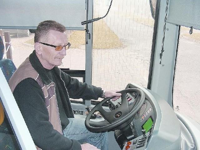 Leszek Grądziel, kierowca MZK zaznacza, że nowe autobusy są bardzo wygodne. Zarówno dla kierujących, jak i pasażerów (fot. Małgorzata Trzcionkowska)