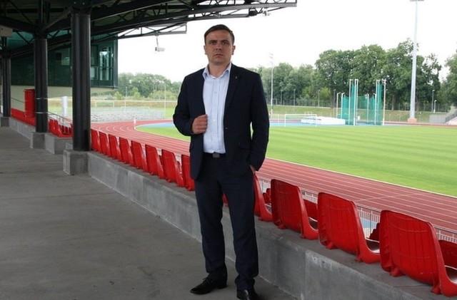 Andrzej Modzelewski ma 37 lat