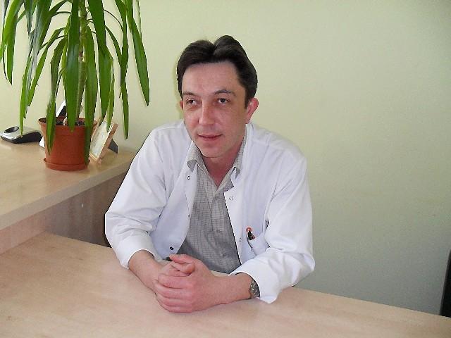 Dariusz Drzewiecki nie jest w stanie pogodzić obowiązków dyrektora i lekarza