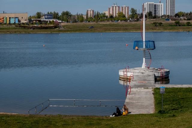 Poznański sanepid zamknął w piątek 17 lipca kąpielisko nad jeziorem Maltańskim.