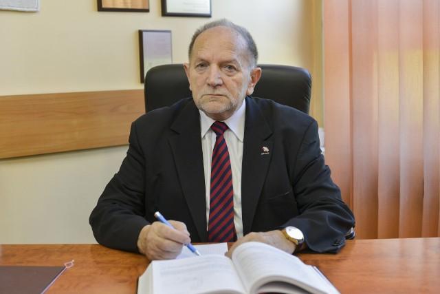 Profesor doktor habilitowany inżynier Eugeniusz Świtoński związany jest z Politechniką Śląską od początku swojej kariery naukowej.