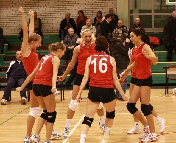 Białostockie siatkarki cieszą się z kolejnego zwycięstwa w II lidze