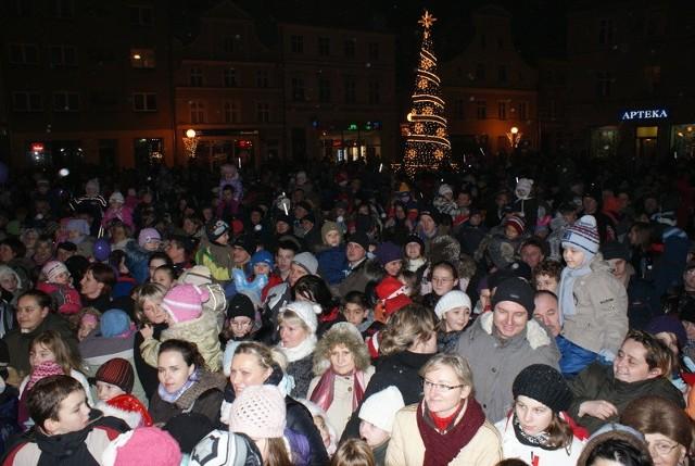 Iluminacja Brzegu co roku przyciąga tysiące mieszkańców. W tym roku choinka zabłyśnie 3 grudnia.