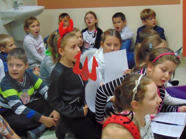 Uczniowie Szkoły Podstawowej nr 1 w Drezdenku odwiedzili podopiecznych Zakładu Szpitalno Opiekuńczego. Wszystko w ramach lubuskiego Dnia Seniora.