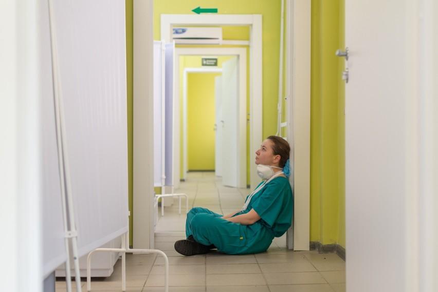 Sprawdziliśmy, ile zarabiają pielęgniarki z różnym stażem...