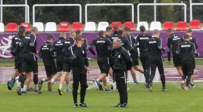 Jacek Trzeciak prowadził już czwartkowy trening Apklan Resovii, ale umowy jeszcze nie podpisał.