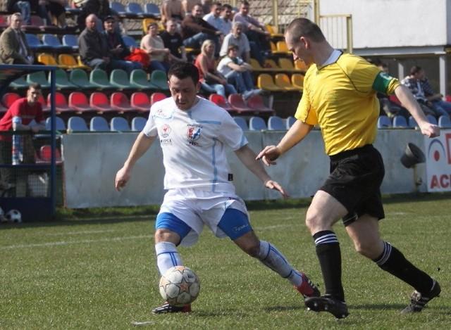 Mateusz Jureczko (z lewej) w poprzednim sezonie strzelił dla Błękitnych pięć bramek. W tym już trzy.
