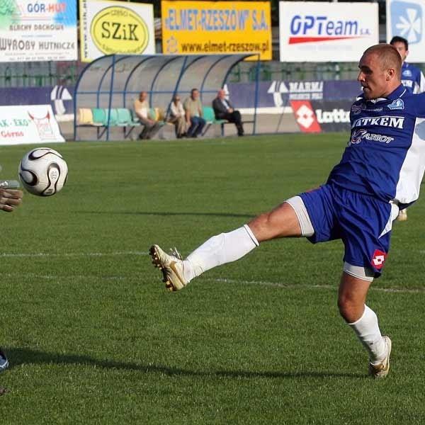 Dla Stali Watkem sezon był marny, ale sam Łukasz Szczoczarz ma powody do zadowolenia. W Świdniku zdobył 14 gola i został królem strzelców III ligi małopolskiej.