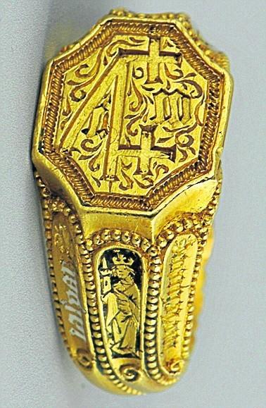 Najstarszy w kolekcji - gotycki sygnet z 1500 roku