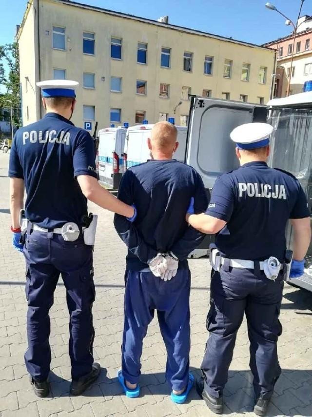Mężczyźni byli dziś, w sobotę 4 lipca, przesłuchiwani. Sami zgłosili się w piątek na policję.Okazało się, że sprawca tragedii, czyli kierowca audi, miał już wcześniej zatrzymane prawo jazdy. Czytaj na kolejnych slajdach