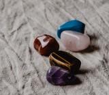 Kamienie szlachetne a znaki zodiaku. Jaki wybrać kamień, aby przyniósł szczęście i uchronił przed kłopotami?
