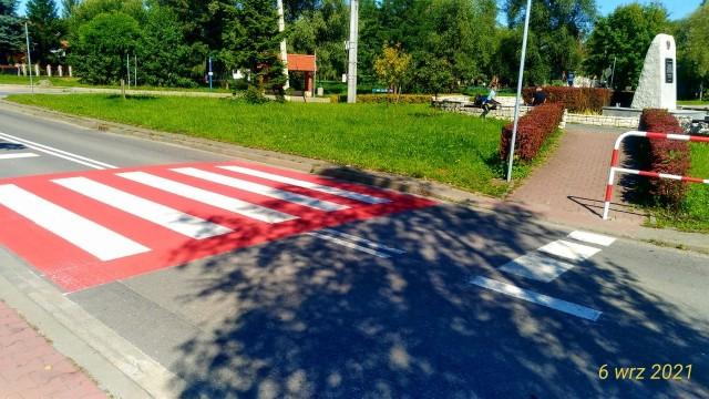 Przejście dla pieszych w centrum Modlniczki wygląda absurdalnie, ale gmina rozpoczyna tam dobudowę fragmentu chodnika