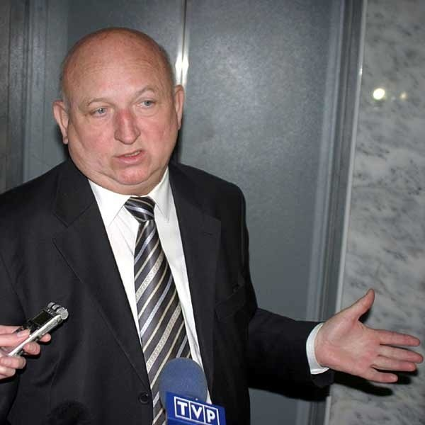 Józef Oleksy, pytany o szczegóły przesłuchania, zasłaniał się dobrem śledztwa i nic nie powiedział.