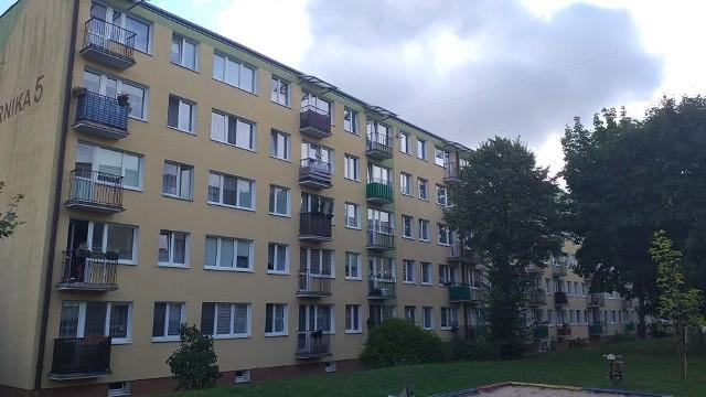 Strażacy pomogli staruszce z ul. Kopernika, która kilka godzin leżała na posadzce balkonu z rozciętą głową